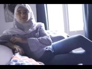 سكس مثير مع بنت سورية شرموطة